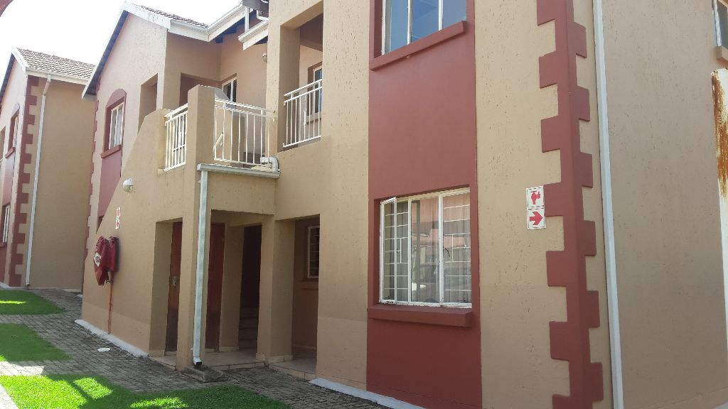 2 Bedrooms And 2 Bathroom With (MES). Spacious Lounge/dining Room. Kitchen  With Built In Cupboards And Pantry. Single Covered Carport.