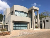 STUNNING 5 BEDROOM CLUSTER IN SECURE WELL POSITIONED COMPLEX